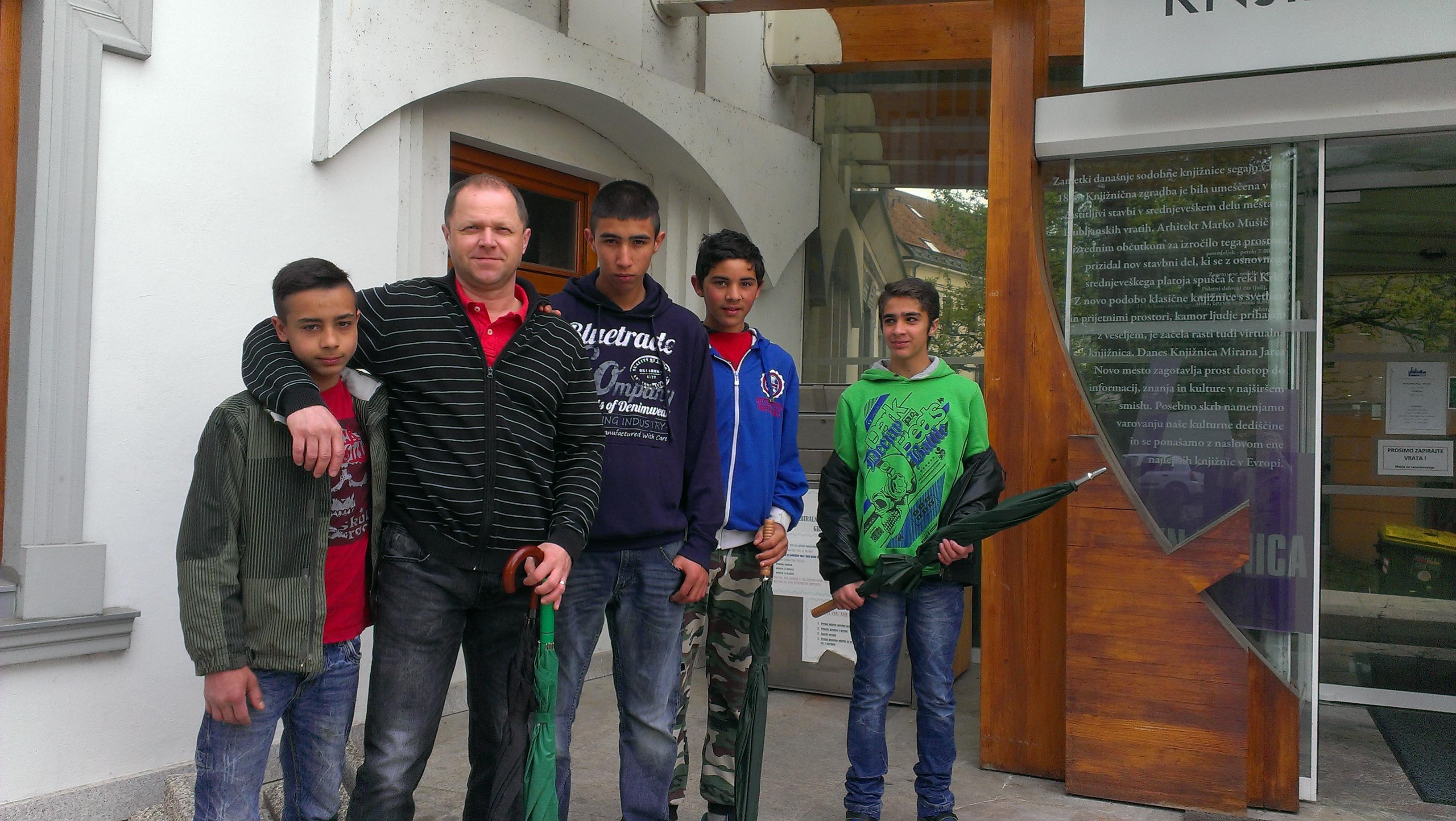 Učenci z učiteljem Borutom
